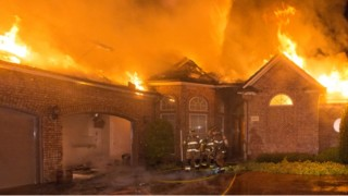Photo Story: High Winds Fan Fort Worth Blaze