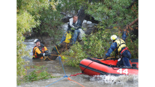 Swiftwater rescue: Firefighters Rescue 2 People from Island In Rain-Swollen River