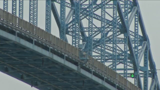 Man jumps off N.Y. bridge; search on