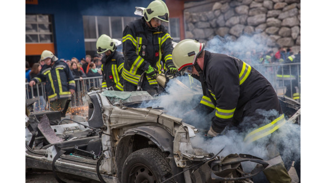 Photo Story:  Austrian Competition Breaks Cars into Pieces