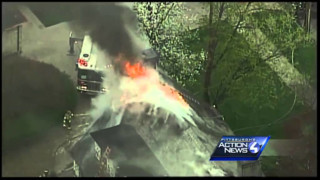 Raw: Pittsburgh Crews Tackle Flames