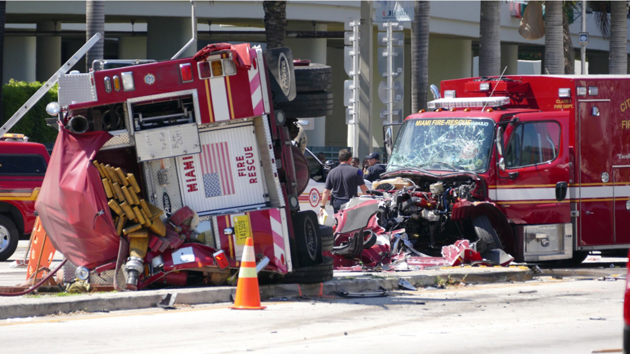 Photos 10 Hurt In Miami Fire Truck And Ambulance Collision