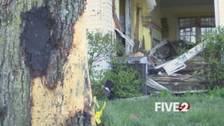 Car Crashes into Ohio House