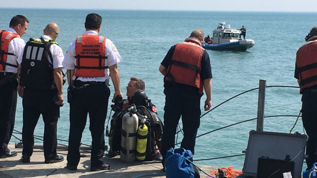 Divers pull 12-year-old girl from Lake Michigan, CPR underway