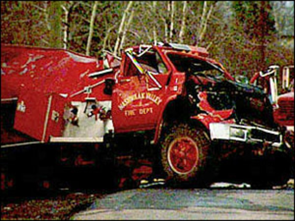 Off Road Fire Truck >> Rcmp Water Weight Forced Fire Truck Off Road