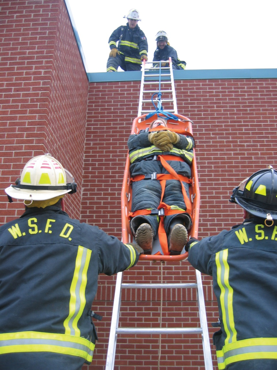 Firefighter Rescue Techniques To Remove Maydays Trapped