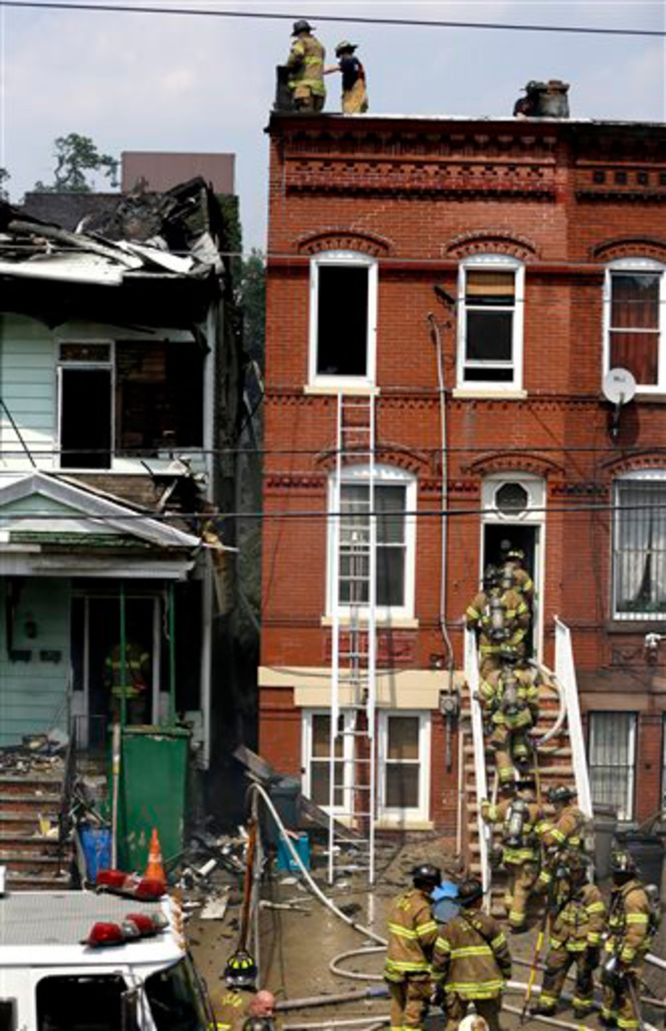 Four-Alarm Fire Damages Jersey City Building - Firefighters Hurt