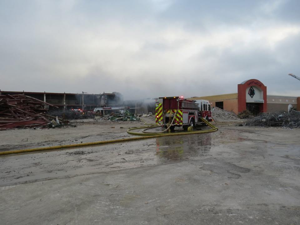 Former Six Flags Mall In Arlington Tx Damaged By Blaze