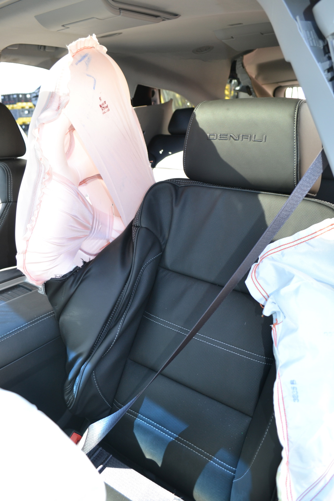 When The Gm Center Seat Airbag Deploys It Occupies Area Between Driver And Front Penger To Minimize Physical Contact During A Side