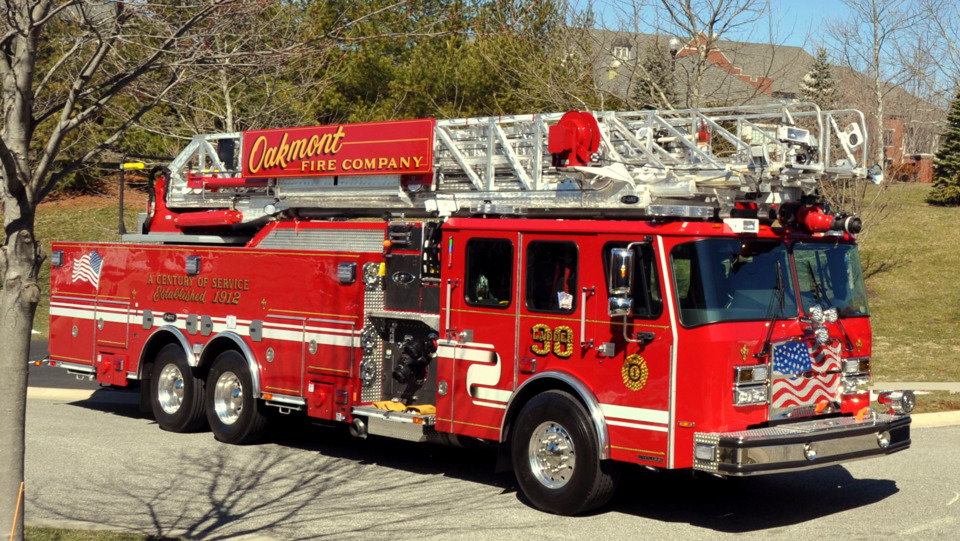 Oakmont Pa Volunteer Fire Co Gets 100 Foot Rear Mount