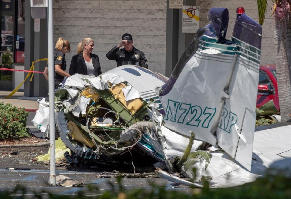 plane crashes in santa ana ca parking lot killing five. Black Bedroom Furniture Sets. Home Design Ideas