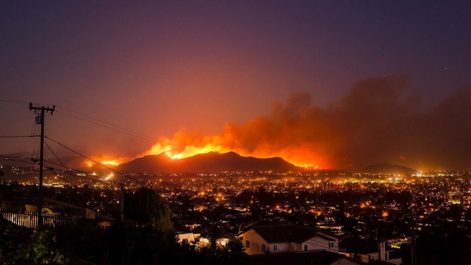 Thousand Oaks Fire >> Ventura County Ca Wildfires Erupt After Thousand Oaks Bar Shooting