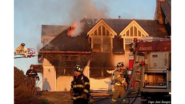 Part-of-roof-gone.jpg_10563259.jpg