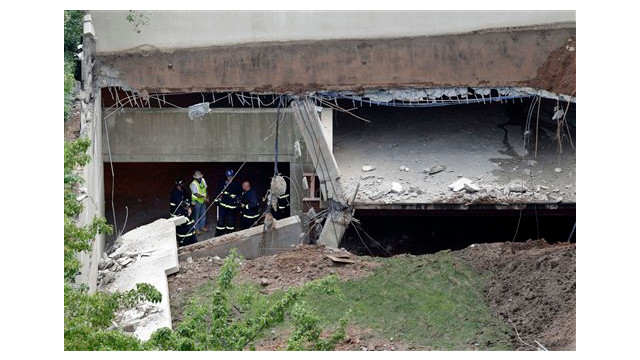 parking garage collapse 2.jpg_10685807.jpg