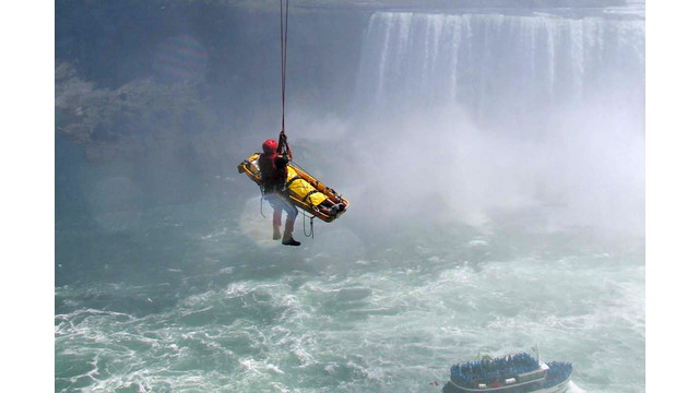 NiagaraFallsPlunge3.jpg_10719748.jpg