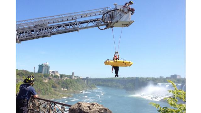 NiagaraFallsPlunge.jpg_10719747.jpg