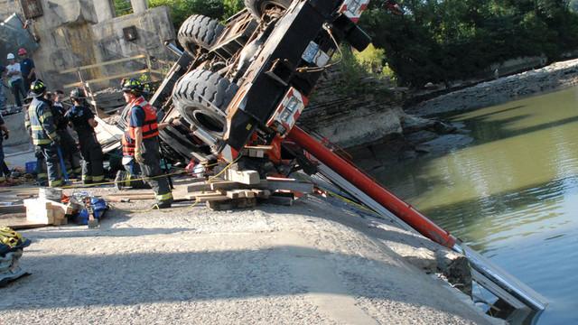 crane-collapse-rescue-2_10727447.psd