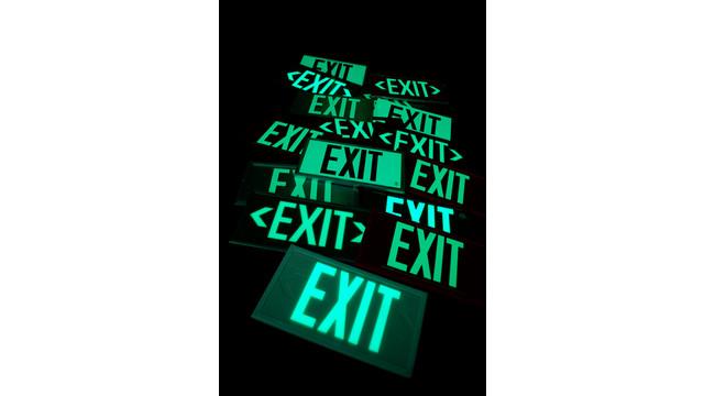 -fulham-freelite-exits-in-dark_10757258.jpg