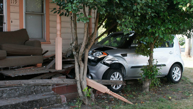 Oregon-Car-Crashes-Canby-House-2.JPG