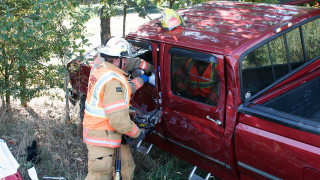 Canby-Crash-Vehicle-Extrication-Fire-house-3.JPG