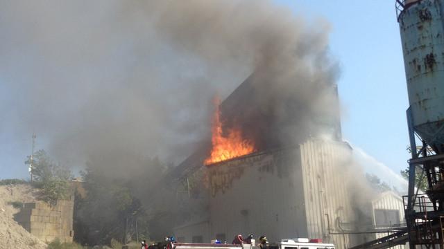 Fall-River-Mass-Cement-Plant-Fire-3.JPG