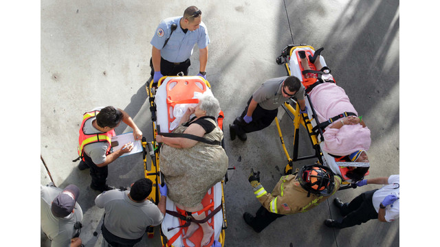 Emergency personnel attend to injured passengers after a bus accident .jpg_10836625.jpg