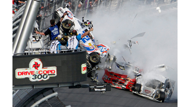 daytona_crash.jpg_10884160.jpg