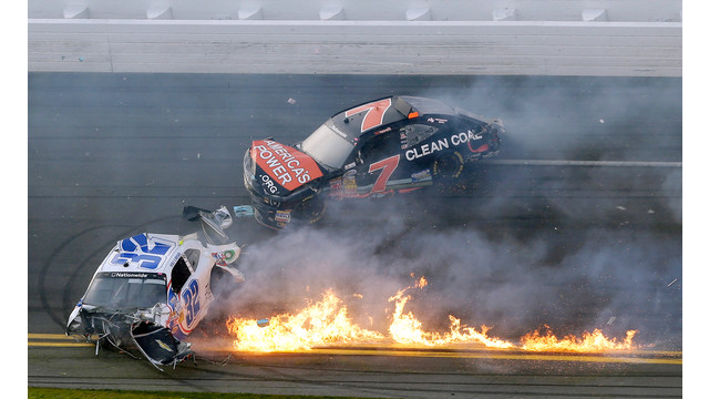 daytona_crash_fire.jpg_10884162.jpg