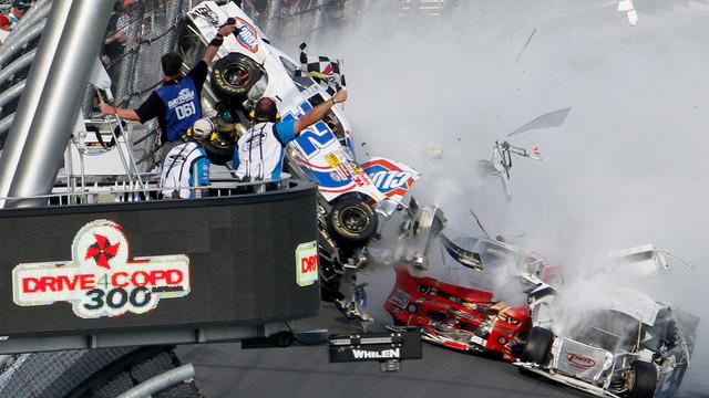 daytona_crash.jpg_10884160.jpg