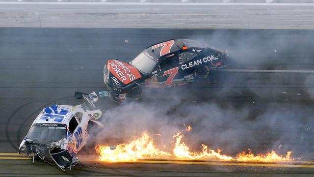 daytona_crash_fire.jpg_10884162.jpg