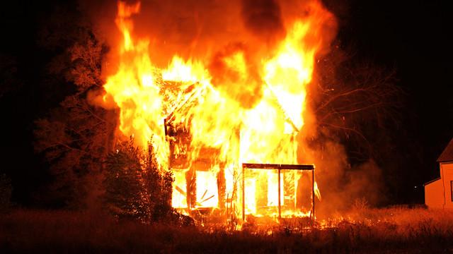 detroit-firefighter-injured-1.png