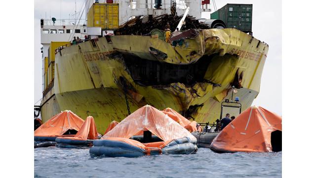 ships collide.jpg_11117634.jpg