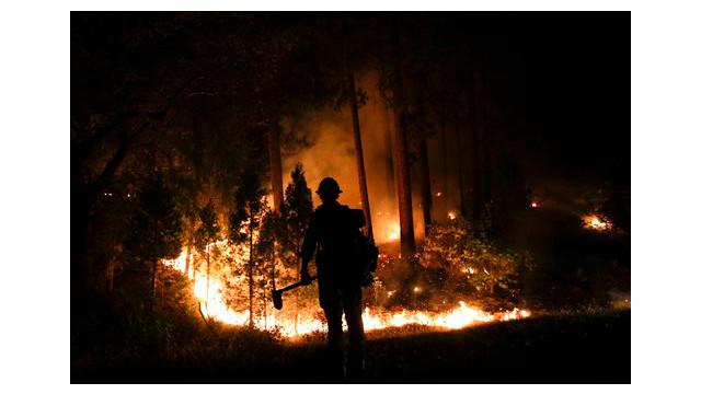 3d1b2066-454e-4904-91dc-d25f3ca834f3-APTOPIX-Western-Wildfire.sff.jpg