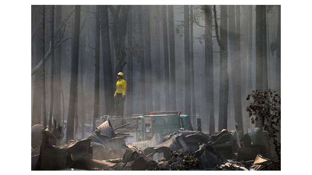 c9055ffe-8fd8-4bd4-b84c-3e5c12686dce-APTOPIX-Western-Wildfires-Yosemite.sff.jpg