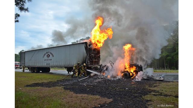 truck-fire-31.JPG