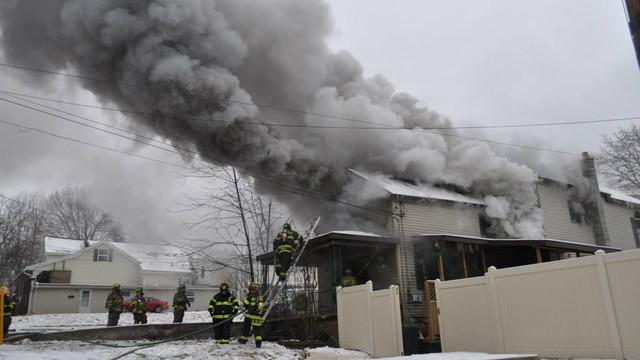 carbondale-firefighters-hurt-15.jpg
