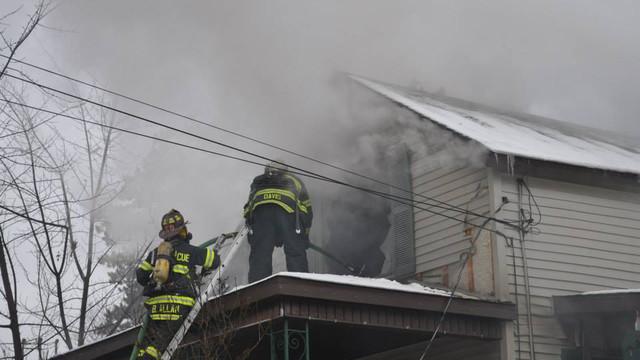 carbondale-firefighters-hurt-16.jpg