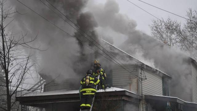 carbondale-firefighters-hurt-17.jpg