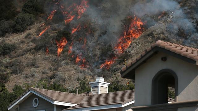 US-NEWS-CALIF-WILDFIRE-17-LA.jpg