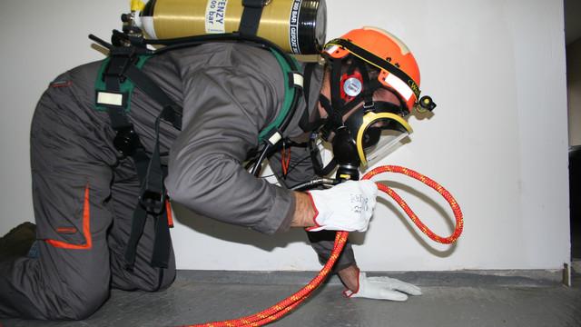 LEADER-Com-confined-space-communication-rescuer-BA-helmet-life-line-6.JPG