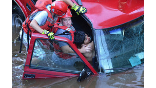 Photo Story: Passersby Aids N.C. Man Trapped in Submerged Vehicle